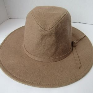 Accessories - NWT Tan Adjustable Fit Band Sun Hat